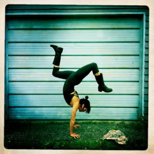 Meghan Currie_handstand
